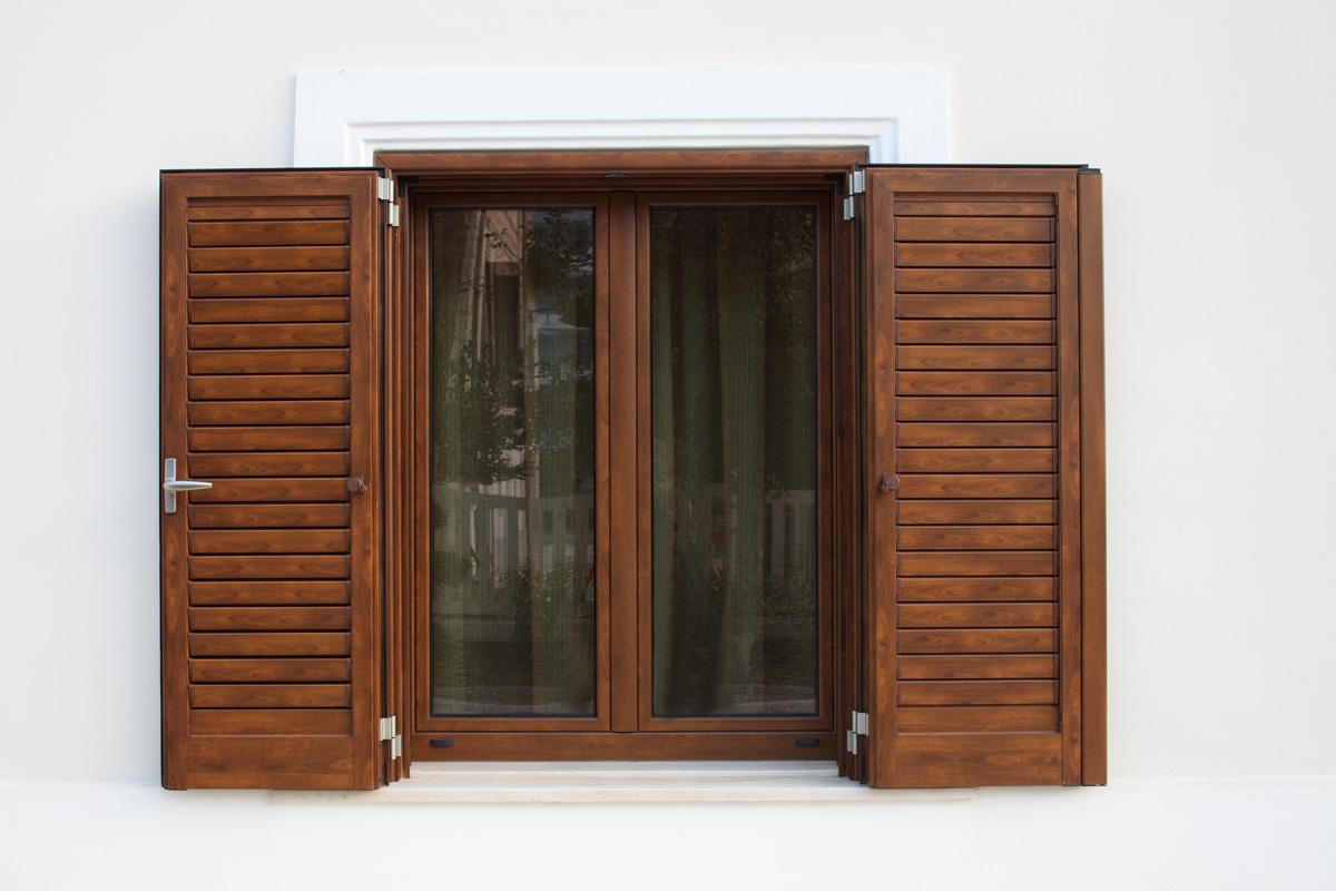Persiane legno alluminio folusci tolentino macerata for Preventivo persiane